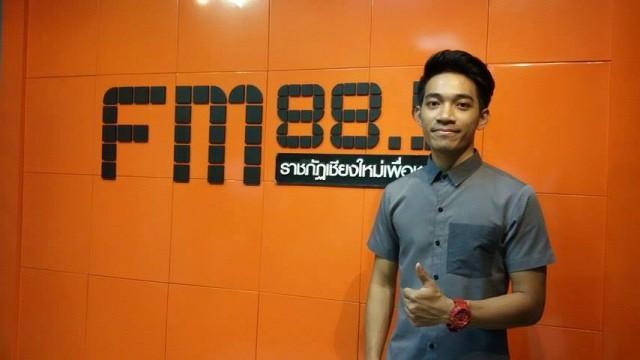 ขอเชิญติดตามรับฟังเทปสัมภาษณ์ เบสท์ The Voice Thailand Season 4 นักศึกษาชั้นปีที่ 4 ภาควิชาคอมพิวเตอร์ธุรกิจ คณะวิทยาการจัดการ มร.ชม.