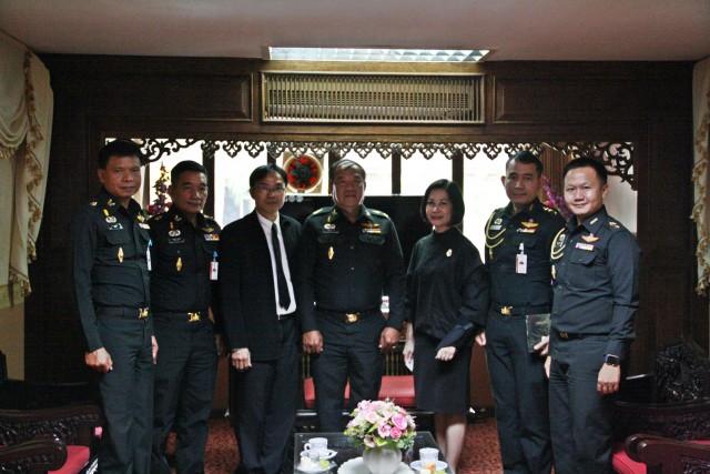 ผู้บริหาร มร.ชม. ร่วมให้การต้อนรับผู้บัญชาการมณฑลทหารบกที่ 33   เยือนรั้วดำเหลืองหารือแนวทางพัฒนาการดำเนินงานในความร่วมมืออย่างมีประสิทธิภาพ