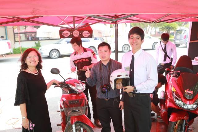 มร.ชม. ให้บริการตรวจสภาพรถจักรยานยนต์เพื่อความปลอดภัยต้อนรับเทศกาลสงกรานต์