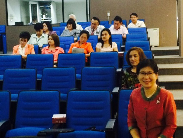 รองฯ ผศ.ดร.อรพินทร์ นำทีม ต้อนรับผู้แทน ก.พ. ประชุมเตรียมความพร้อมสอบ ประจำปี 2558