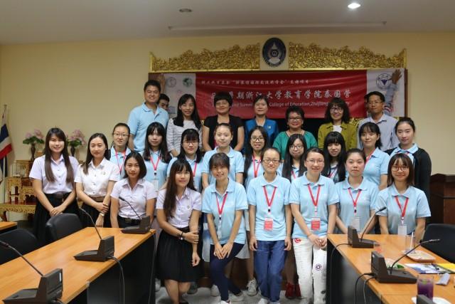 รั้วดำ - เหลือง ต้อนรับอาจารย์ นักศึกษา จาก College of Education , Zhejiang University