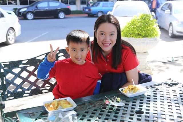 กองอาคารสถานที่ มร.ชม. จัดซุ้มไข่ 1 ใบให้น้องอิ่มท้อง มอบความสุขแสนอร่อยให้น้องๆในงานวันเด็กแห่งชาติ 2559
