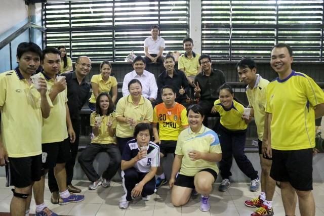 """คณาจารย์ บุคลากร รั้วดำ - เหลือง ร่วมกิจกรรมกีฬา ในโครงการ """"ราชภัฏเชียงใหม่ใส่ใจสุขภาพ"""" ประจำปี 2560"""