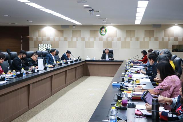 การประชุมคณะกรรมการดำเนินงานพิธีพระราชทานปริญญาบัตร ประจำปีการศึกษา 2559 - 2560