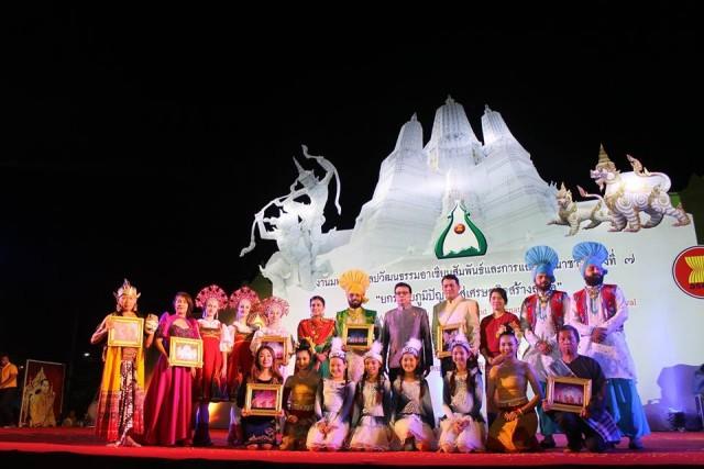 มร.ชม. ร่วมงานมหกรรมศิลปวัฒนธรรมอาเซียนสัมพันธ์ฯ ณ จังหวัดเพชรบุรี