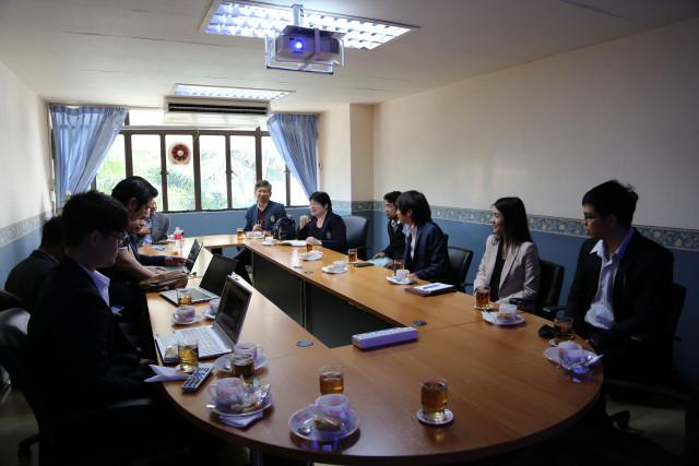 มร.ชม. ประชุมหารือร่วมกับ บ.ดับบลิวทีเอช โฮลดิ้งส์ จำกัดนำโดยคุณวิชัย ทองแตง  เพื่อกำหนดแนวทางร่วมขับเคลื่อนระบบการศึกษา สู่การเป็น smart university