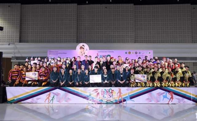 ทีมนักเต้น รร.สาธิต - ม.ราชภัฏเชียงใหม่ คว้ารางวัล TO BE NUMBER ONE TEEN DANCERCISE THAILAND CHAMPIONSHIP 2021  ได้เป็นตัวแทนภาคเหนือเข้าแข่งขันรอบชิงแชมป์ระดับประเทศทั้ง 3 รุ่น