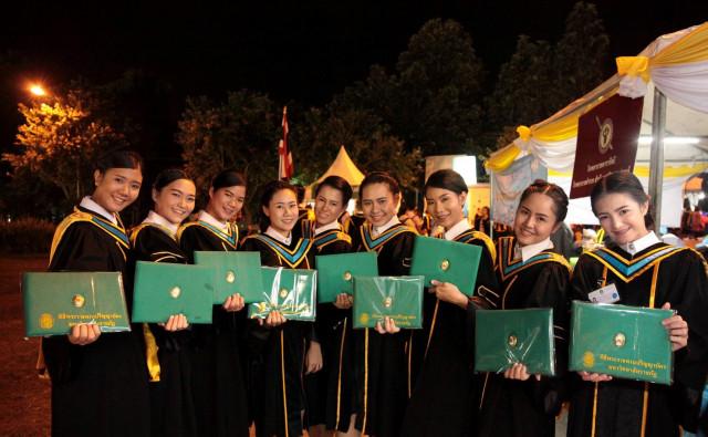 ม.ราชภัฏเชียงใหม่ แจ้งผู้สำเร็จการศึกษาในปี 2559 - 2560 ติดต่อรับใบปริญญาบัตร