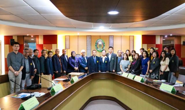 ผู้บริหาร มร.ชม. ให้การต้อนรับคณะผู้บริหารและอาจารย์คณะบริหารศาสตร์  จาก ยูนิเวอซิตัส บราวิจายา สาธารณรัฐอินโดนีเซีย