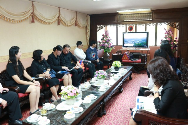 ผู้บริหาร มร.ชม. ให้การต้อนรับ คณะจาก Xi'an Jiaotong University