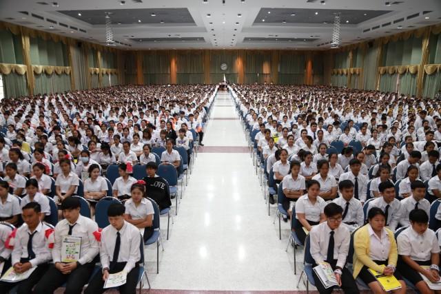 มร.ชม. จัดพิธีปฐมนิเทศนักศึกษาใหม่ ภาคปกติ ประจำปีการศึกษา 2559