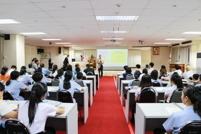 นักศึกษา มร.ชม. ร่วมรับฟังการบรรยาย โครงการผลิตบุคลากรทางการพยาบาลและสังคมสงเคราะห์สำหรับชาวต่างชาติ  จากคณะเทศบาลเมืองฮิกาชิคาวะ ประเทศญี่ปุ่น