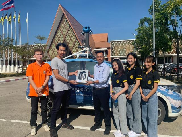 ศูนย์ความเป็นเลิศด้านแผนที่ฯ มร.ชม. ต้อนรับทีมงาน Google (Thailand) Company Limited  นำรถ Street View ถ่ายภาพพาโนราม่า 360 องศา ในพื้นที่มหาวิทยาลัยราชภัฏเชียงใหม่ ศูนย์แม่ริมจัดทำแผนที่สภาพแวดล้อมเสมือนเผยแพร่แบบออนไลน์ผ่าน Application Google Maps