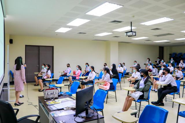 นักศึกษาใหม่ มหาวิทยาลัยราชภัฏเชียงใหม่ เข้าพบอาจารย์ที่ปรึกษาเป็นวันแรก  ปรับรูปแบบ New Normal เตรียมความพร้อมก่อนเปิดภาคเรียน